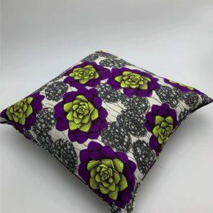 Coussin-blanc-fleur-violet-et-vert-boutique décoration toulouse toulouseboutiques