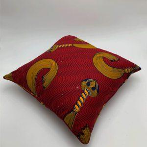 Coussin-rouge-pompon-boutique decoration toulouse toulouseboutiques
