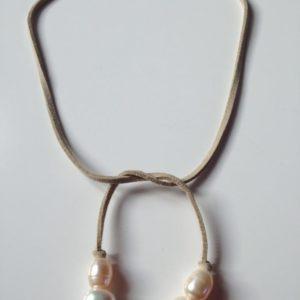 collier demi ras de cou perle culture eau douce lien suedine boutique bijoux toulouse