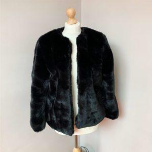 Manteau-fourrure-noir Toulouse boutique Zinc et Toiles